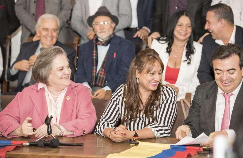 Clara López va con el partido ASI