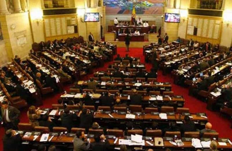 Reforma política, a punto de naufragar en Congreso