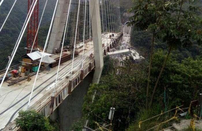 El desplome del costado oriental del puente de Chirajara es inminente