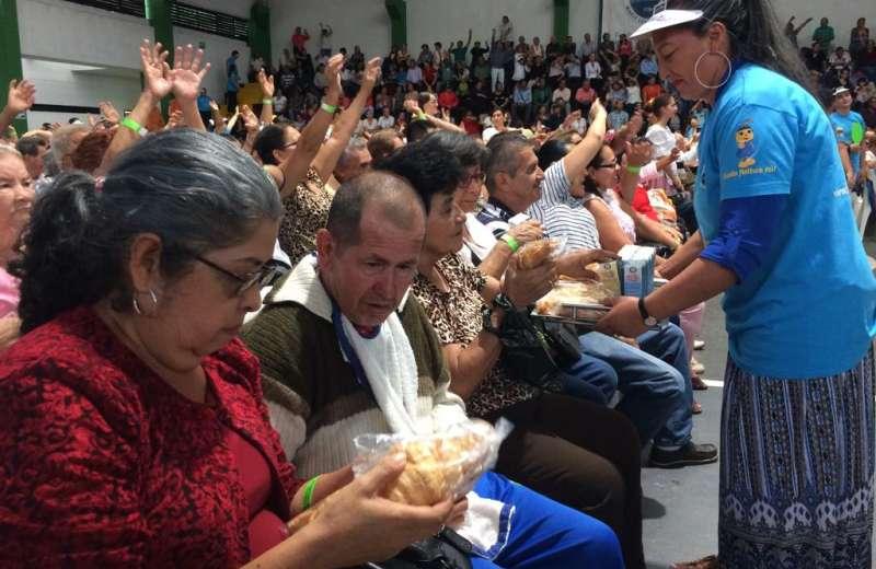 Adultos mayores de estrato uno y dos disfrutaron de una tarde llena de esparcimiento y regalos