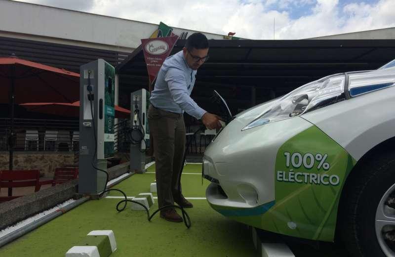 Edeq inaugura su tercera estación para carga de vehículos eléctricos