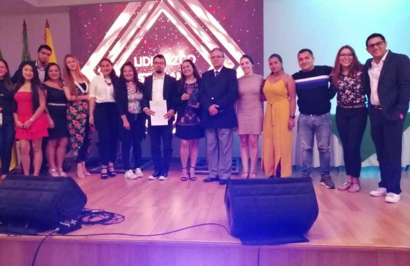 Reconocimiento a personas y organización que trabajan en pro de la juventud