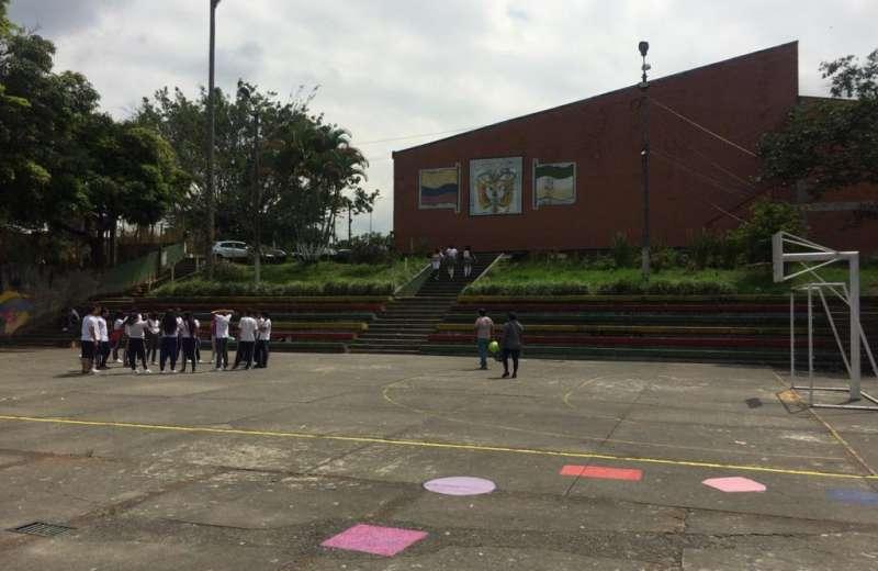 Estudiantes del colegio Nacional protestan y piden soluciones para no seguir inundándose