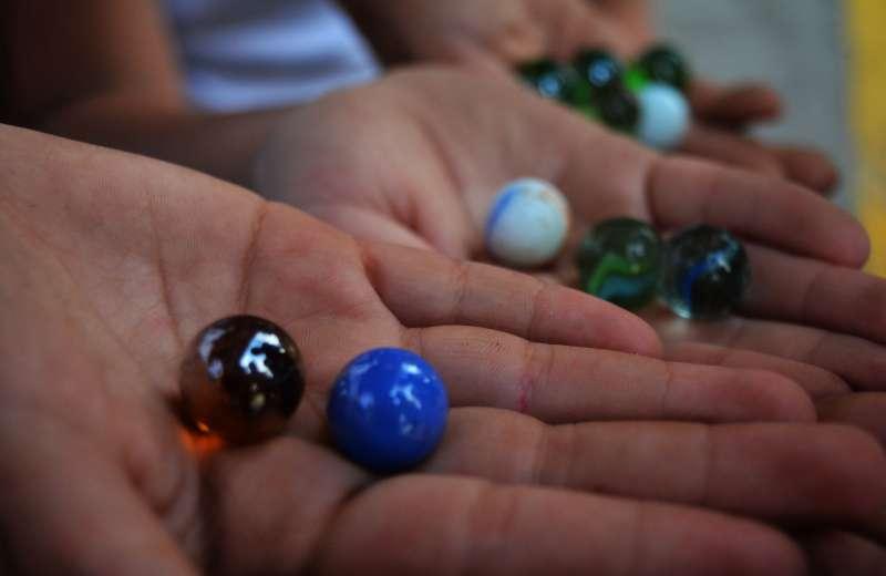 Juegos de antaño: Las canicas o llamadas bolas desde la mirada de una niña