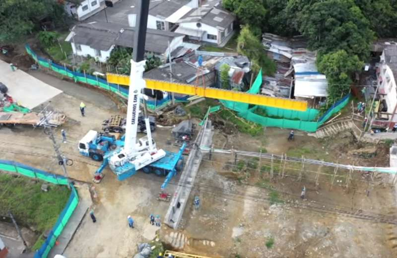 Comenzó instalación de vigas de soporte en el puente Los Quindos