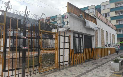 Cerrados varios parqueaderos en el centro de Armenia.