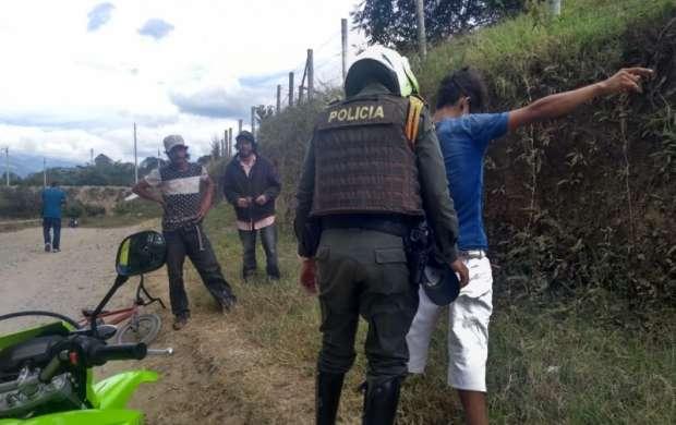 Carabineros de la policía también patrullan en moto por las veredas del Quindío