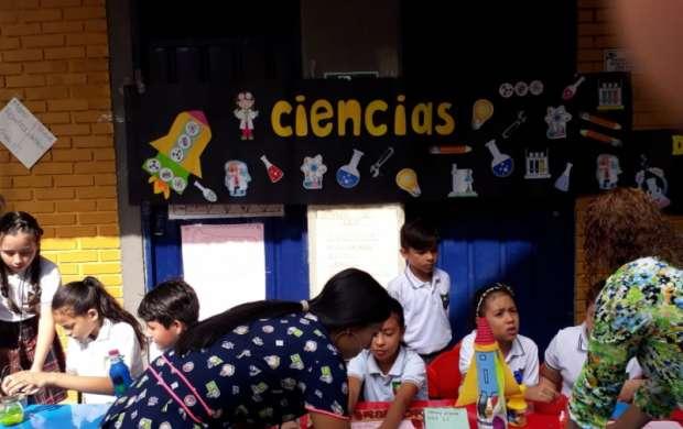 Tecnología, innovación y arte en Feria de saberes institución educativa Ciudadela del Sur