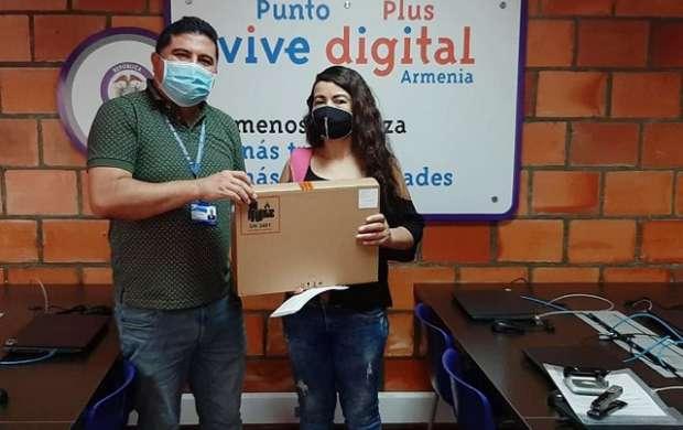 Colegio de Armenia presta computadores portátiles para que sus estudiantes y profesores tengan acceso a la tecnología